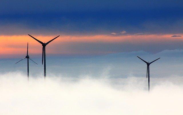 wind energy plants-seasonal diversification of solar power plants