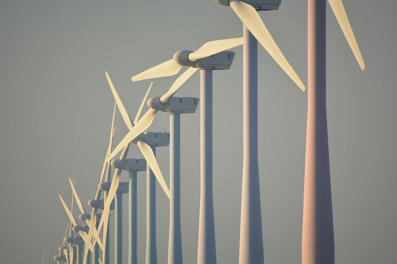 Wind energy plants - Seasonal diversification of Solar power plants